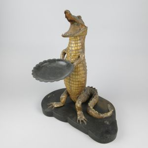 Crocodile (holding tray)